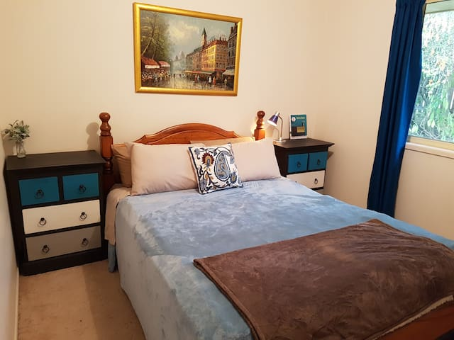 Cosy Bedroom in Ferny Grove.