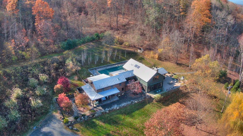 New Listing: Modern and Bright, in Hudson Farmland w/ Large Koi Pond, Barn Perfect for Small Events
