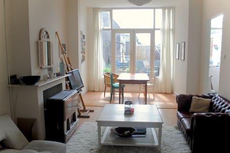 Knus appartement met zonnig dakterras in Den Haag - Den Haag - Wohnung