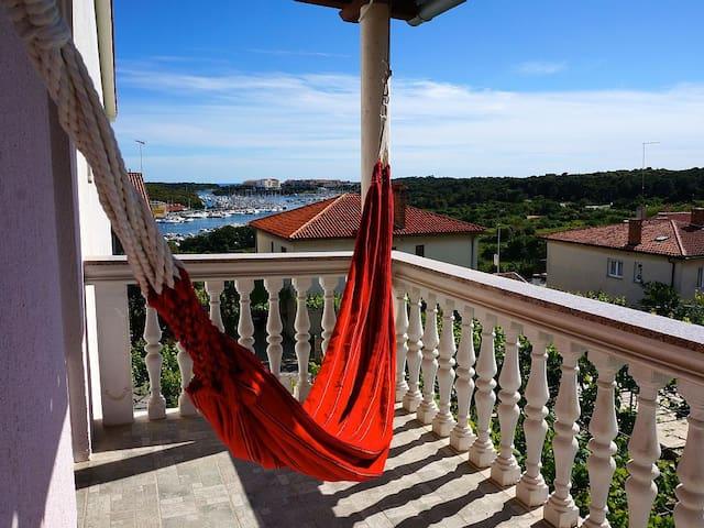 ivo apartments a7 balkon h ngematte meerblick condos. Black Bedroom Furniture Sets. Home Design Ideas