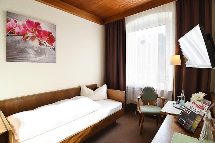 Hotel-Gasthof Goldener Hirsch (Bad Berneck im Fichtelgebirge), Einzelzimmer