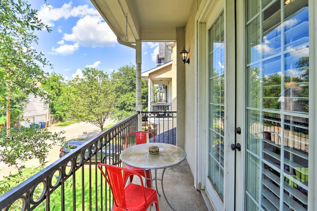 You'll feel right at home in the 3BR, 3-bath Dallas townhome.