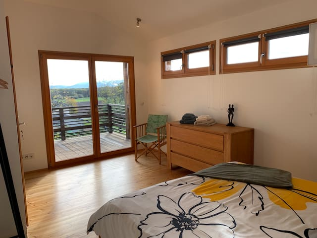 Beautiful Room on Topfloor by lake Léman/Yvoire