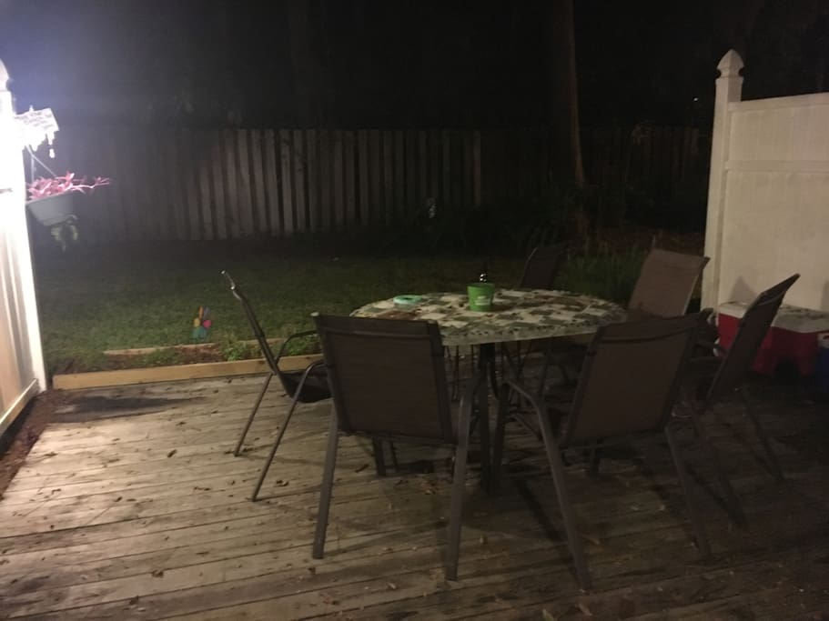 Back patio, 6 chairs