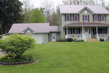 Family-friendly Colonial home - Newfield - House