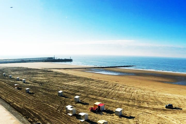 Bruges Blankenberge with frontal sea view (4pers)