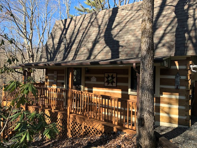 Cozy Cabin-3 m from Downtown Blowing Rock@Ski Mtn