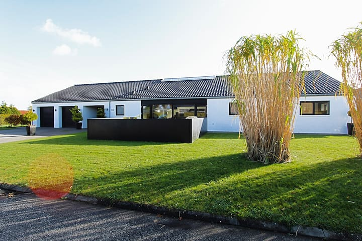 SPACIOUS VILLA- Near VEJLE, LEGOLAND and the SEA.