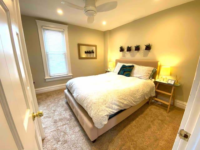Lovely Bedroom and Shared Bath in Denver Highlands