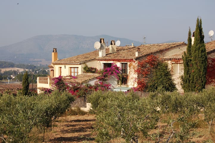 Pretty Village House with Swimming Pool - Sitges - Talo