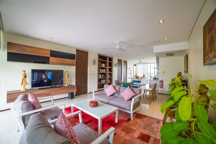 Tastefully Decorated 2 BR Penthouse