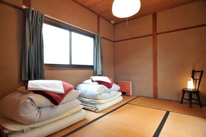 6畳の和室。3名さままで利用可能です。