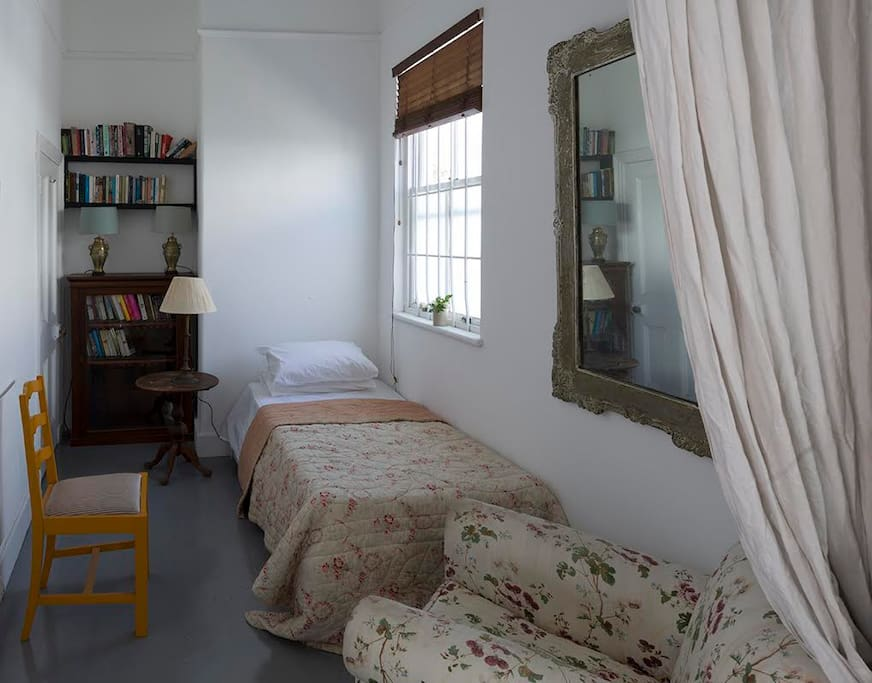 Bedroom with single or double bed