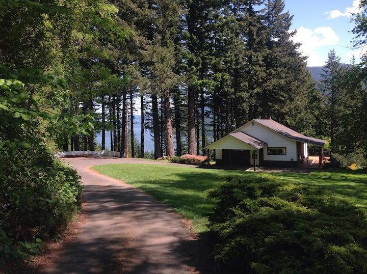 Sunny Secluded Stevenson Retreat