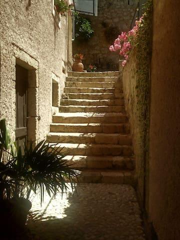 ingresso con scale in pietra