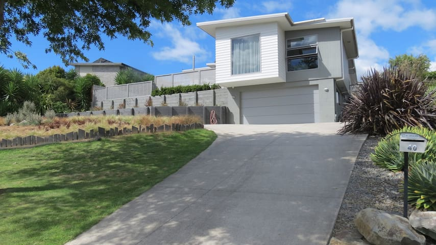Modern, sunny, quiet location - Ohauiti - Hus