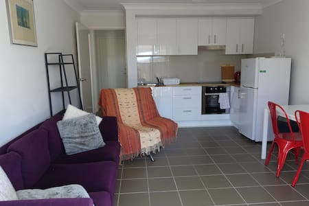 Modern, bright 1 bed apartment at Robina. - Robina