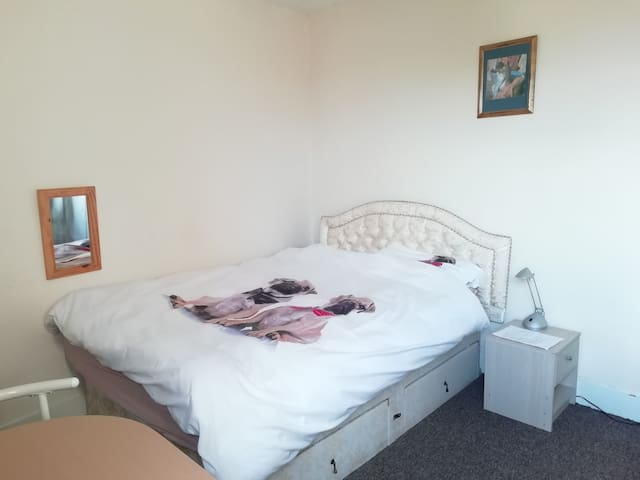Large Heated Room  central to the Medway towns