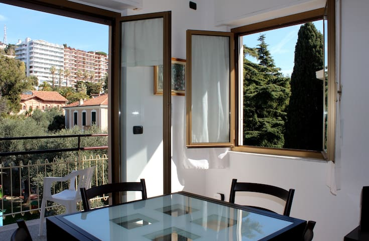 Quiet, comfy apartment just 10 mins from the beach