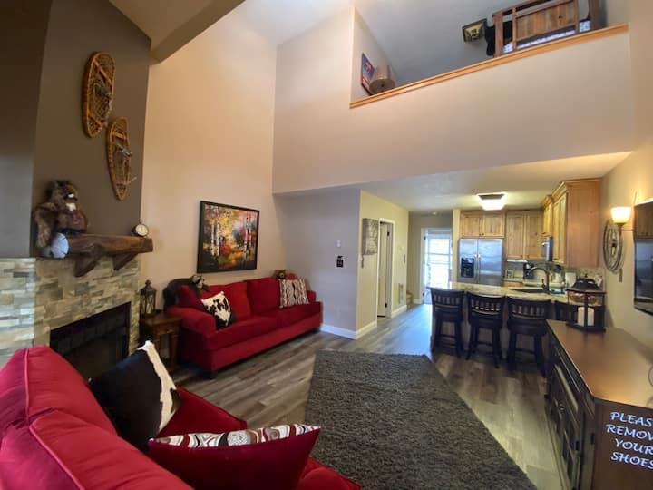 Clean 2 Bedroom Condo with Loft!