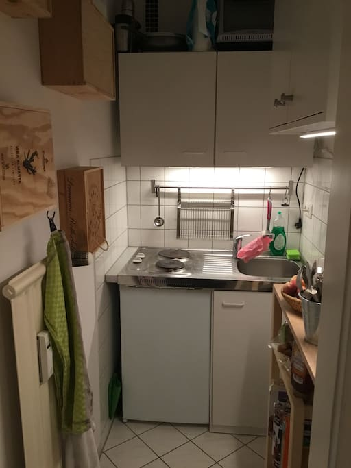 Kitchen with two stove plates, refridgerator and freezer
