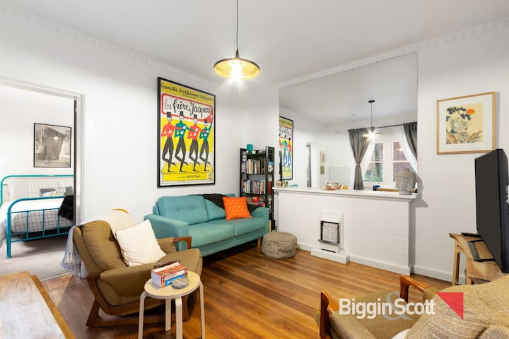 **AVAIL. FEB** Stylish Inner City Apartment