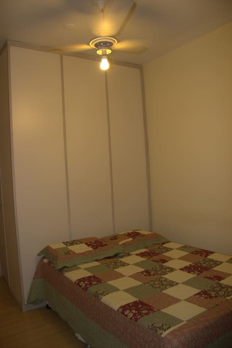 Suíte - Cama de casal, ventilador de teto e ar condicionado