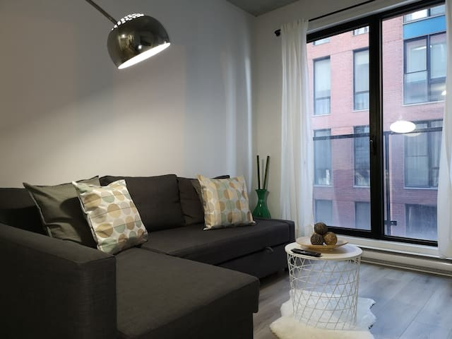 New 1br apartment w/ Gym- Downtown & Old Montreal