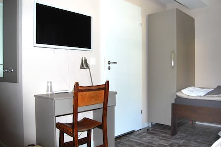 B&B Comfort House Room 1 - Lostorf - 家庭式旅館