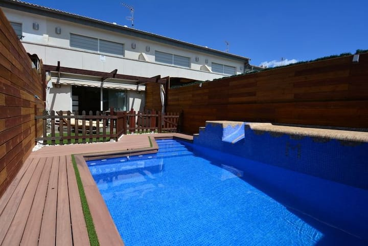 Terraced house with private pool and terrace