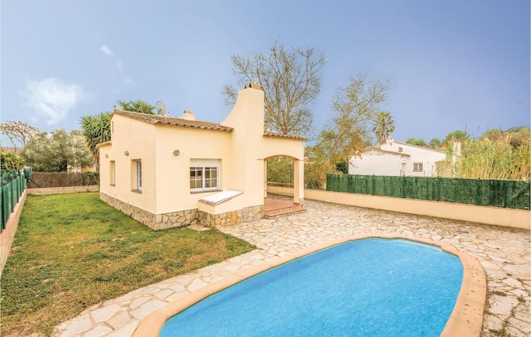 Holiday cottage with 3 bedrooms on 70 m² in Sant Pere Pescador
