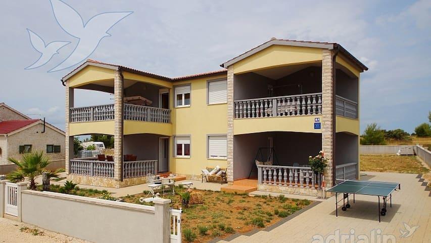 Apartmani Duda - Vir - Huis