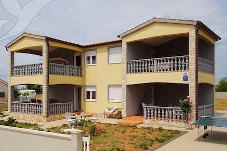 Apartmani Duda - Vir - Hus