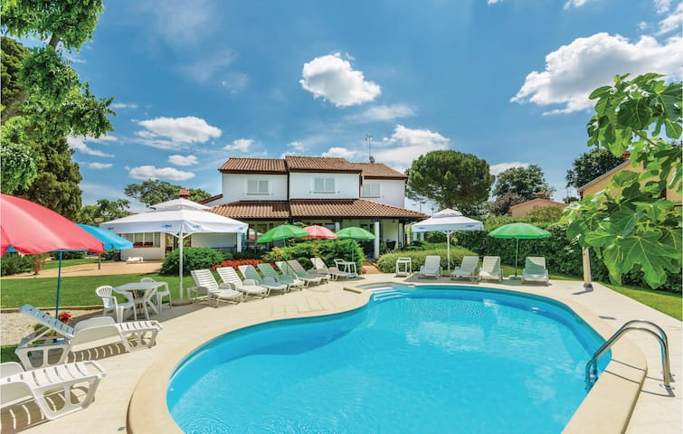 Holiday cottage with 4 bedrooms on 139 m² in Porec