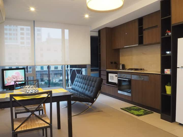 1 BR Apartment right in the heart of South Yarra