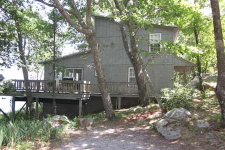 Boulder Bungalow, On the Bluff, 15 miles to Chatt - Bungalov
