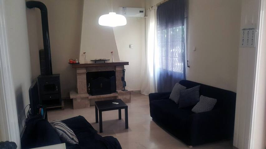 Spacious 1 Bedroom Home with BBQ - Near Sea