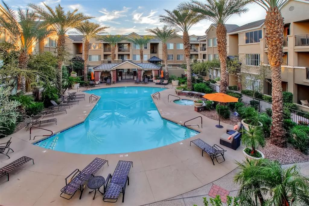 Enjoy use of the community's exceptional recreational facilities, including a sparkling complex pool.