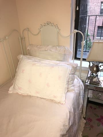 Quaint and cozy one-bedroom in best location