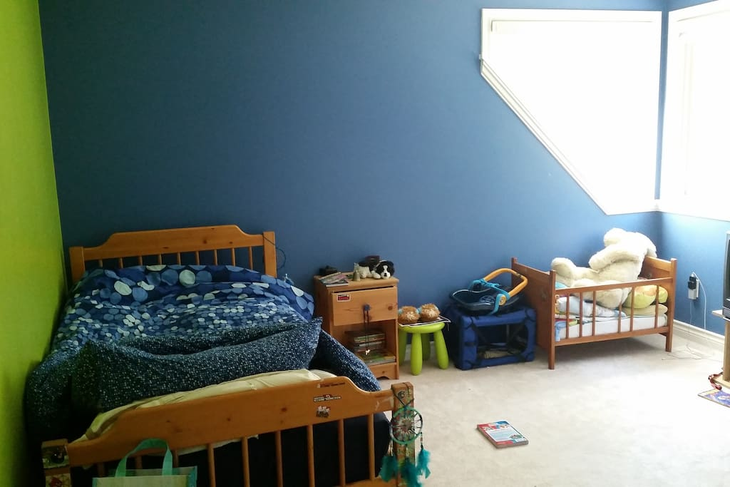 1 of the 3 kids bedrooms this is a trundle bed ( pull out from under the main bed ) this room sleeps 2