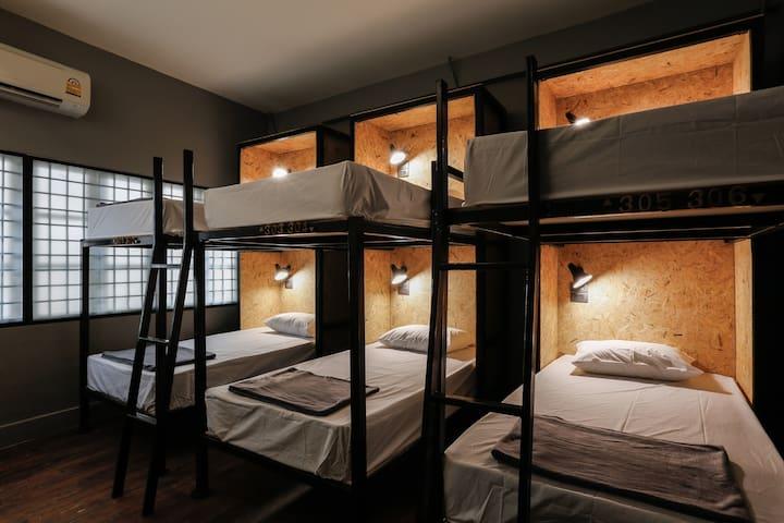 Vintage 6 Beds Room near Wat Pho