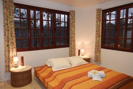 Vanuatu Rainbow Lodge/ Green Bedroom - Port Vila