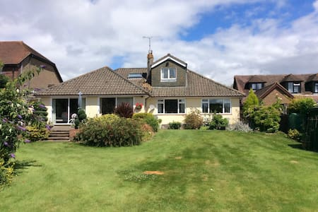 Lovely peaceful home. Schoenes ruhiges Heim. - Scaynes Hill - Bungalow