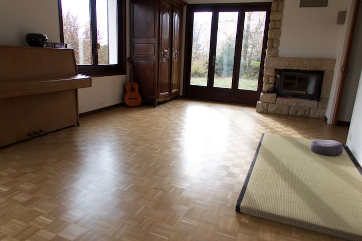 Futons in ground floor apartment - Divonne-les-Bains - Appartement