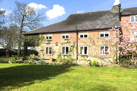 Oasthouse B&B in country lane - Sandhurst
