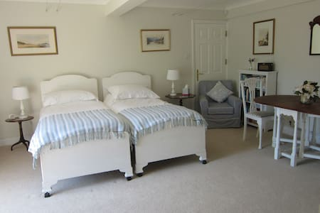 The Blue Room -sleeps 2,  near the harbour