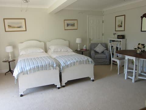 The Blue Room -sleeps 2,  near the harbour