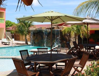 Relaxed apartment for 4 near beaches. Large pool. - Lägenhet