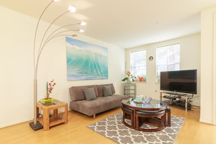 Spacious 1BR Condo 10 mins from G000gle