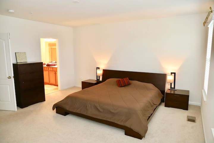 Extremely Clean Private Room & Bath in Clarksburg